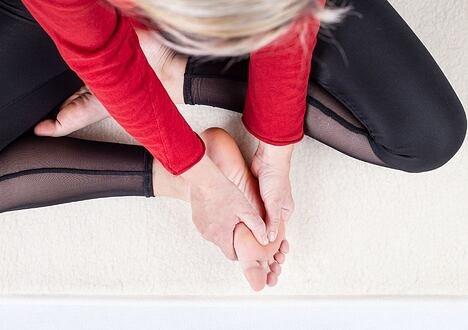 De ce ortopedicii avertizează asupra durerii la picioare?