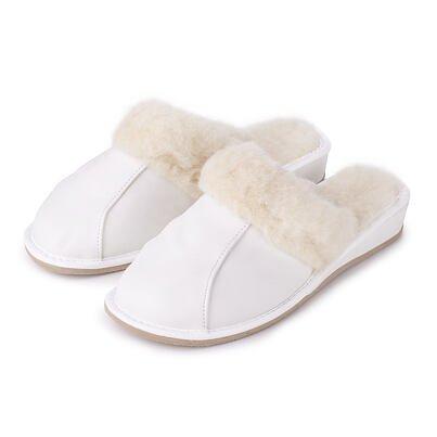 Dámské kožené papuče na klínku s ovčí vlnou bílá