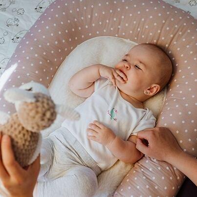 2 az egyben babafészek birka gyapjúból - pöttyök