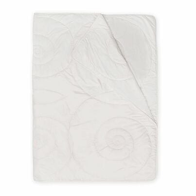 Premium year-round quilted blanket with Merino wool